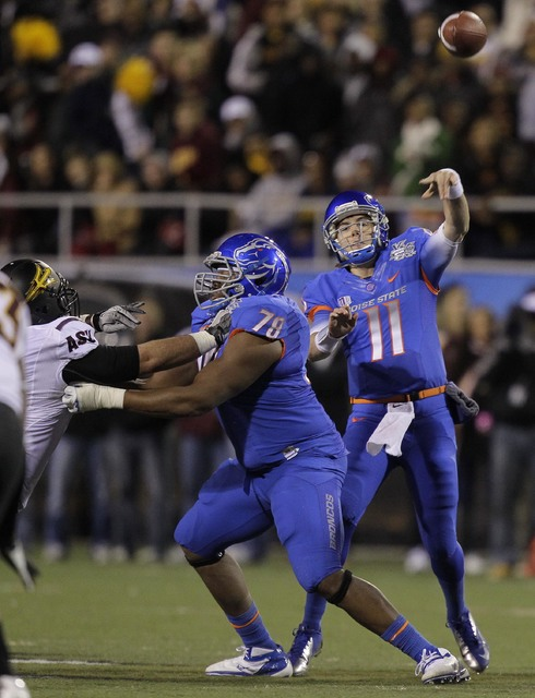 Boise State quarterback Kellen Moore (11) throws a pass against Arizona State as offensive linesman Charles Leno (78) blocks in the first quarter of the Maaco Bowl NCAA college football game, Thur ...
