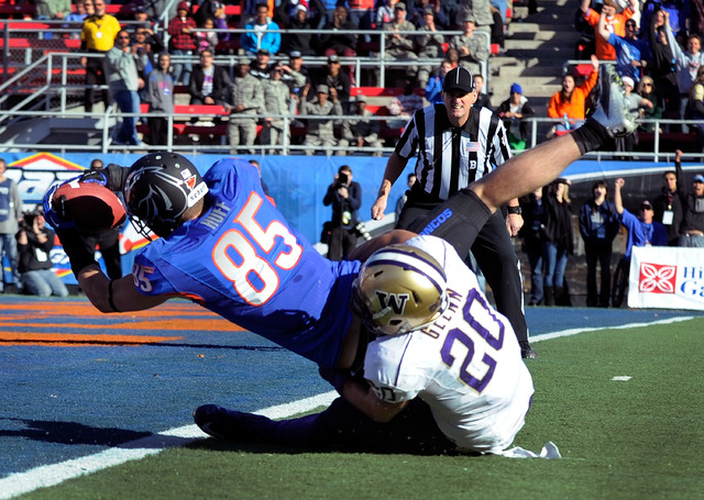 Boise State's Holden Huff (85) gets by Washington's Justin Glenn (20) for a first-half touchdown during the MAACO Bowl NCAA college football game on Saturday, Dec. 22, 2012, in Las Vegas. (David B ...