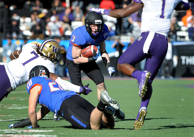 Boise State's Chris Potter (3) looks for an opening during first half of the MAACO Bowl NCAA college football game against Washington, Saturday, Dec. 22, 2012, in Las Vegas. (David Becker/AP)