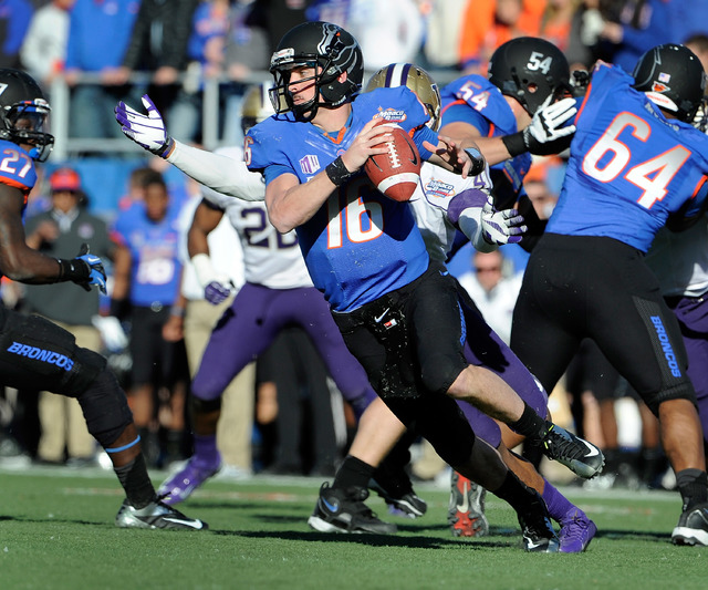 Booise State quarterback quarterback Joe Southwick (16) looks for an open man under pressure during first half of the MAACO Bowl NCAA college football game against Washington, Saturday, Dec. 22, 2 ...