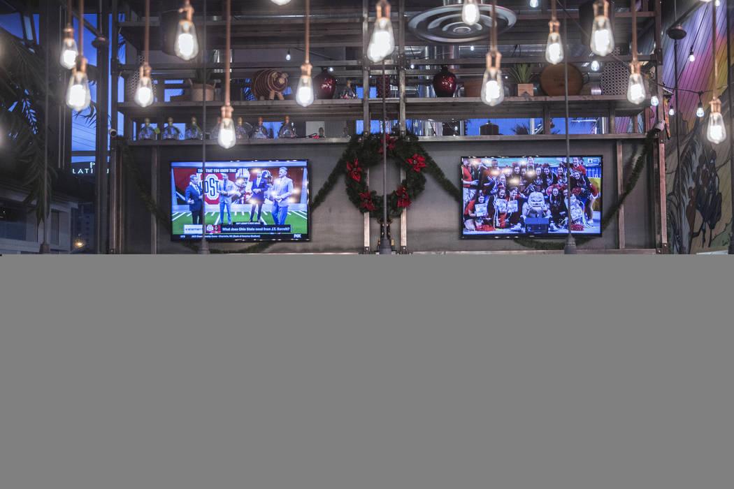 Guests enjoy happy hour at the bar at Bandito Latin Kitchen & Cantina on Saturday, Dec. 2, 2017, in Las Vegas. Benjamin Hager Las Vegas Review-Journal @benjaminhphoto