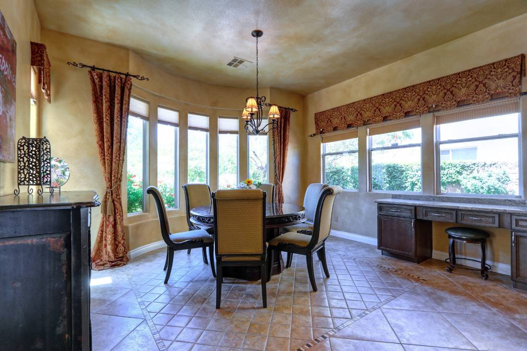 Breakfast nook. (Lisa Paquette TourFactory)