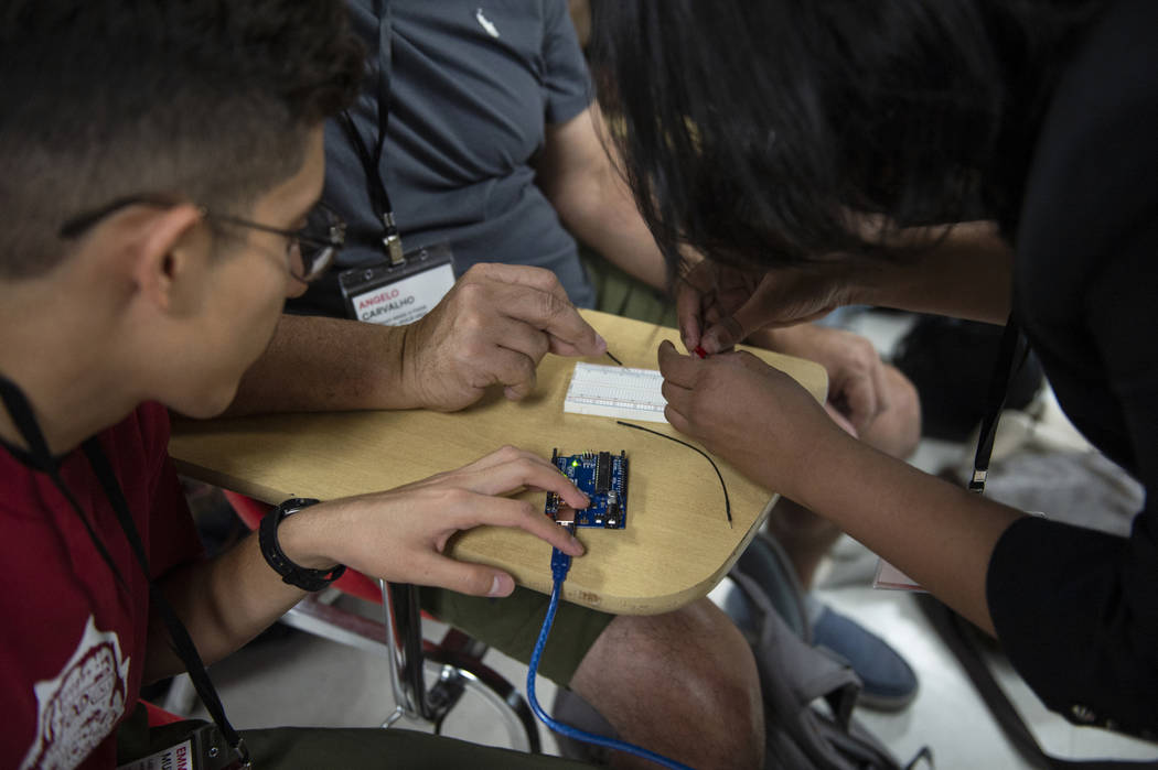 Students assemble a prototype during a session at UNLV's Make-A-Thon in Las Vegas, Saturday, Oct. 20, 2018. Caroline Brehman/Las Vegas Review-Journal @carolinebrehman