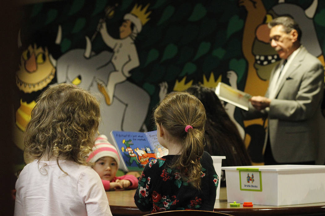North Las Vegas City Councilman Richard Cherchio reads to children before the unveiling of a new mural at Aliante Library. (Mia Sims/Las Vegas Review-Journal @miasims___)