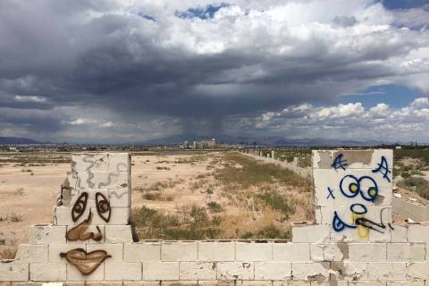Storm clouds loom over the south Las Vegas Valley, Thursday, May 30, 2019. (Eli Segall/Las Vega ...