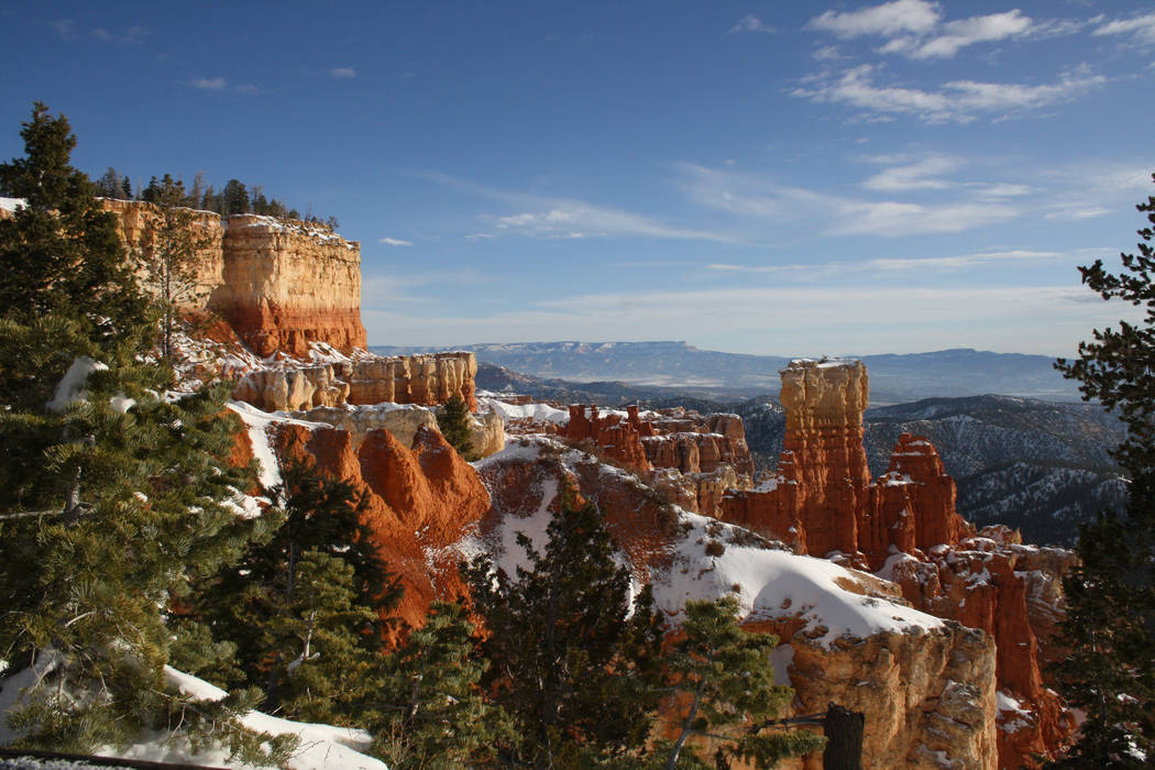 On a clear day from many of the park's viewpoints you can see more than 100 miles. (Debo ...