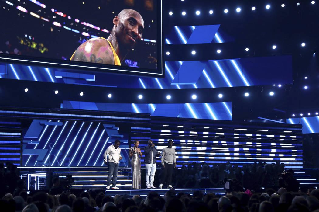 Alicia Keys, second left, and members of Boys II Men, from left, Nathan Morris, Wanya Morris an ...