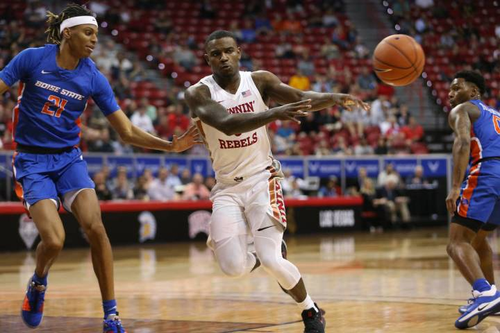 UNLV Rebels guard Amauri Hardy (3) makes a pass under pressure from Boise State Broncos guard D ...