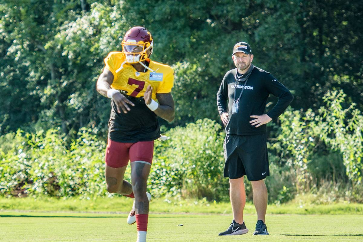 Washington offensive coordinator Scott Turner watches as quarterback Dwayne Haskins throws a pa ...