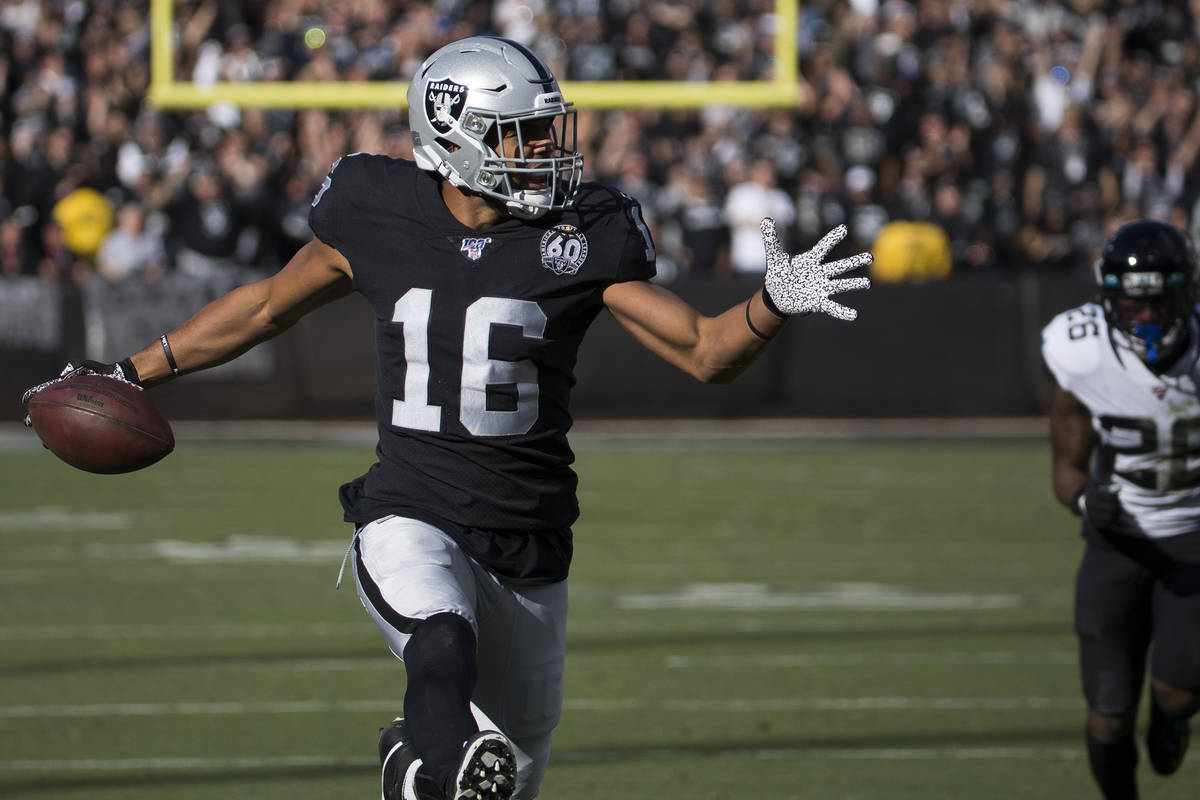 Oakland Raiders wide receiver Tyrell Williams (16) sprints down the sideline past Jacksonville ...