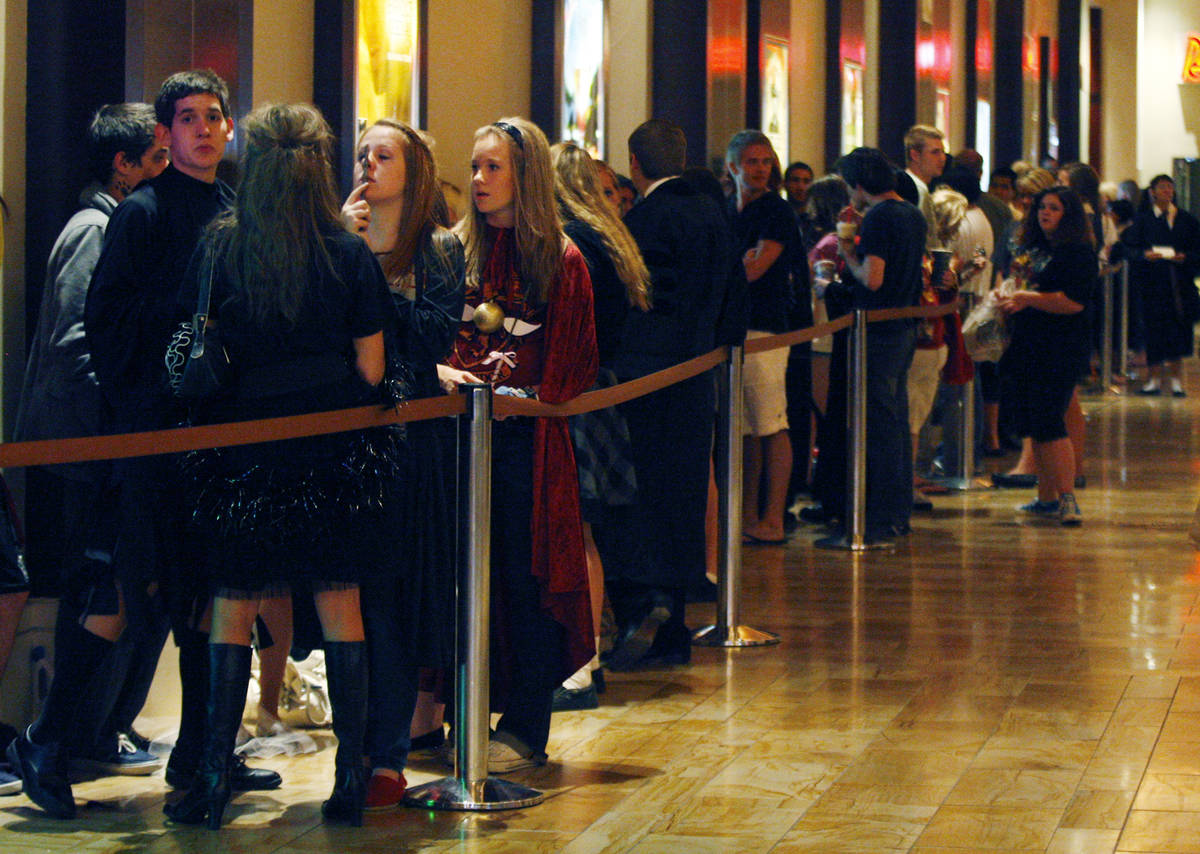 RJ FILE*** JASON BEAN/LAS VEGAS REVIEW-JOURNAL Harry Potter fans stand in a long line leading ...