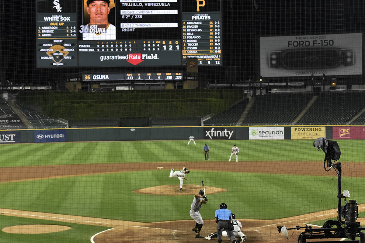 Chicago White Sox starting pitcher Lucas Giolito delivers during the ninth inning of the team's ...