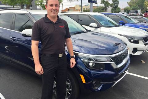 Findlay Kia internet manager Scott Bier poses with a 2021 Kia Seltos. (Findlay)