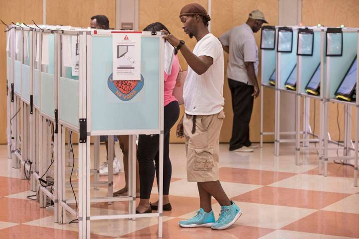 Las Vegans' cast their vote at the Doolittle Community Center, June 8, 2018. (Benjamin Hager/La ...
