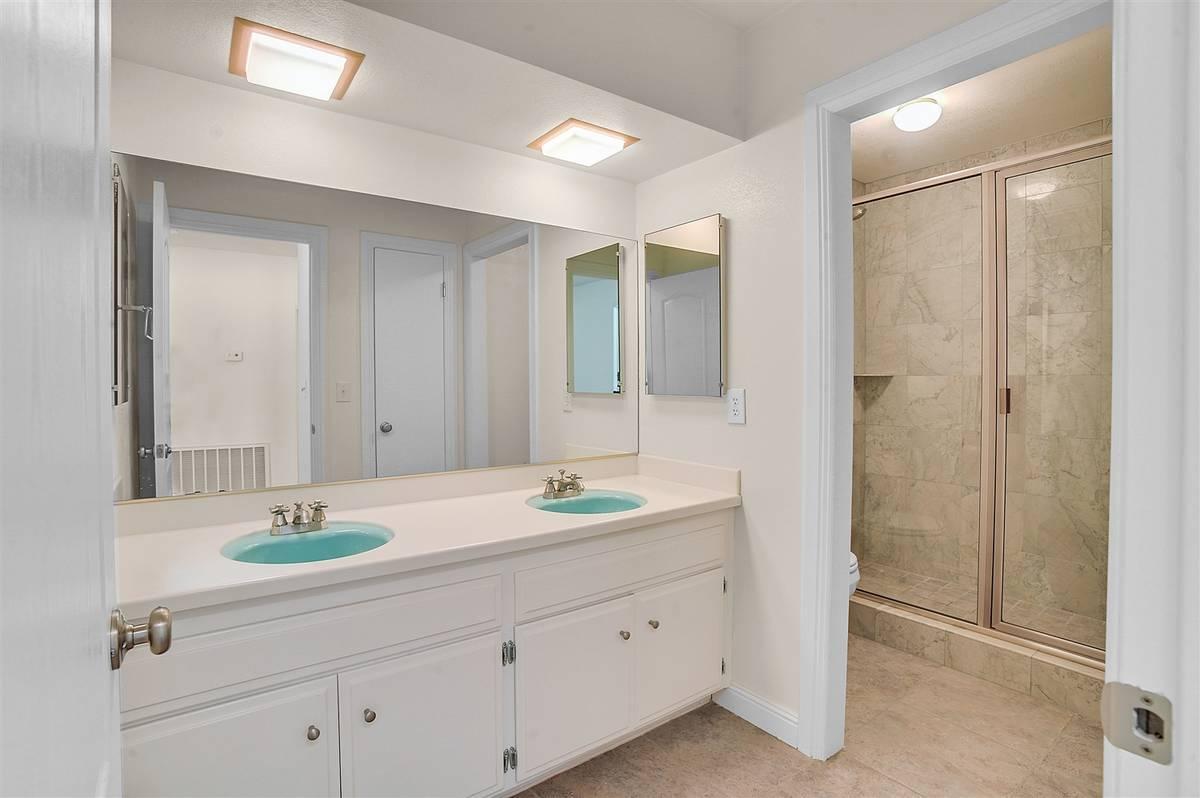 The hall bath. (Nartey Wilner Group)