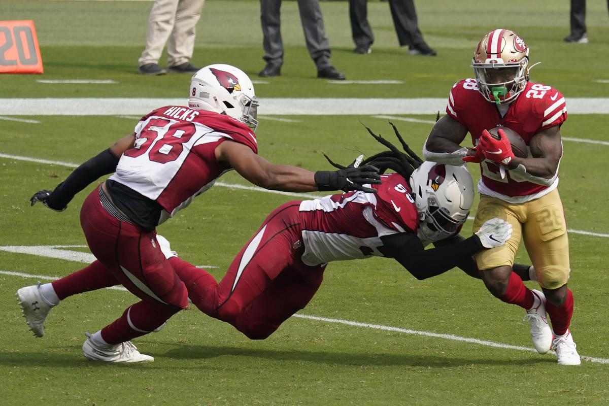 San Francisco 49ers running back Jerick McKinnon (28) runs against Arizona Cardinals middle lin ...