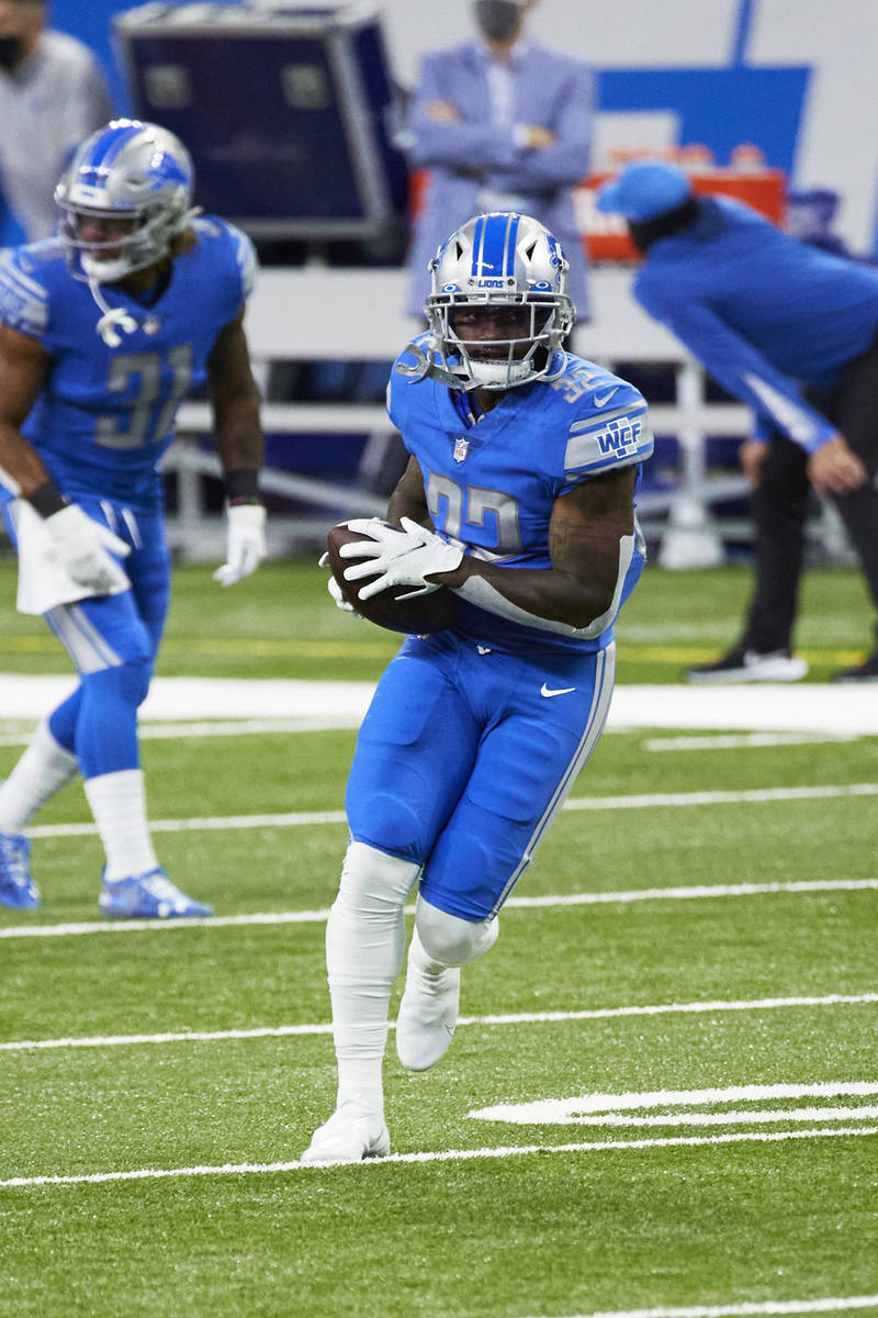 Detroit Lions running back D'Andre Swift (32) warms up against Chicago Bears during an NFL foot ...