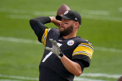 Pittsburgh Steelers quarterback Ben Roethlisberger (7)warms up before an NFL football game agai ...