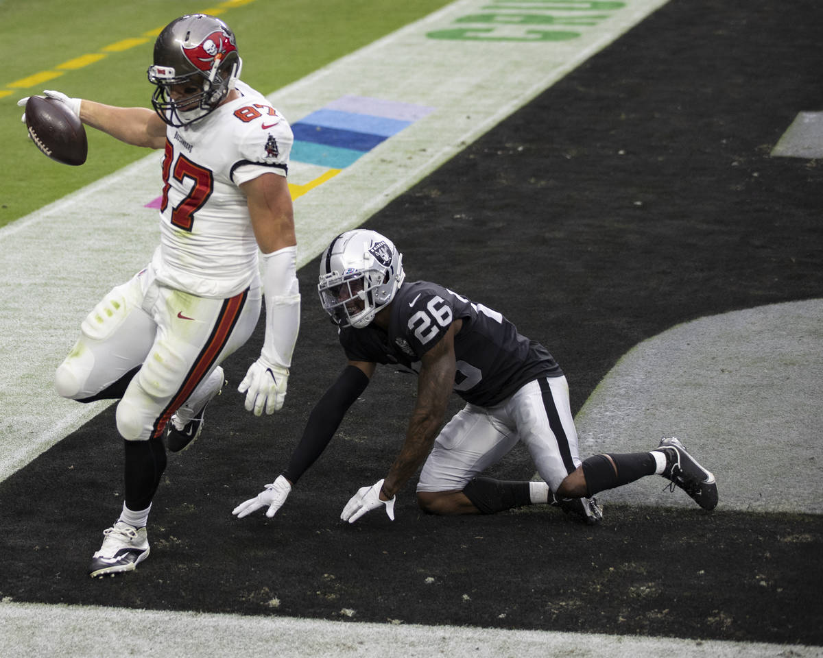 Tampa Bay Buccaneers tight end Rob Gronkowski (87) makes a touchdown catch over Las Vegas Raide ...