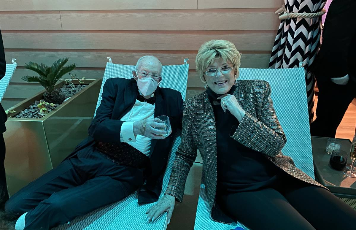 Oscar and Carolyn Goodman are shown at Stadium Swim during Circa's official opening night on Tu ...