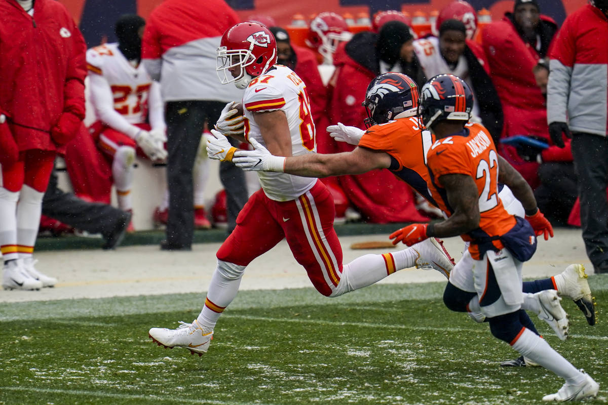 Kansas City Chiefs tight end Travis Kelce (87) runs against Denver Broncos inside linebacker Jo ...