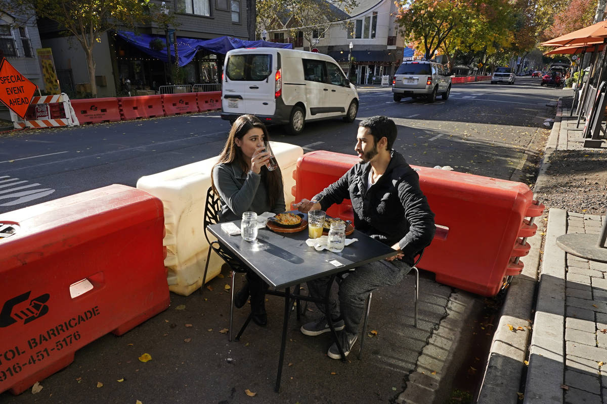 Ranim Abaad and Joey Bettencourt, right, have lunch at the RIND in Sacramento, Calif., Friday, ...