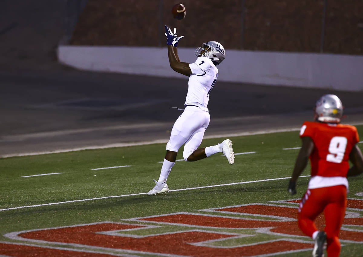 UNR Wolf Pack wide receiver Romeo Doubs (7) catches the ball to score a touchdown against the N ...
