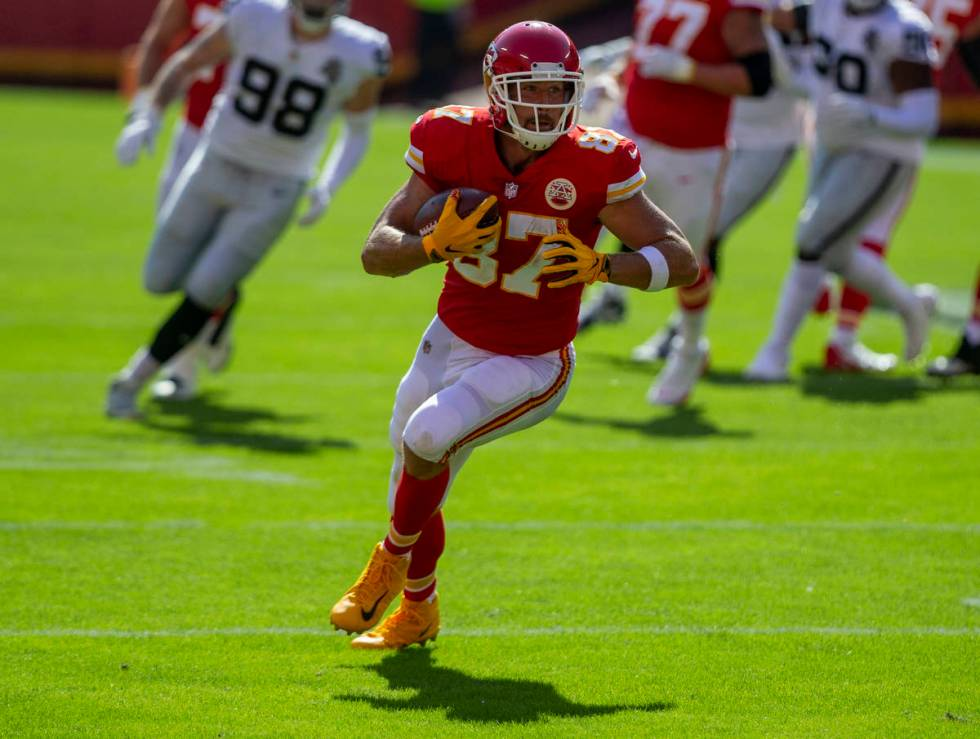 Kansas City Chiefs tight end Travis Kelce (87) runs after making a catch during the 1st quarter ...