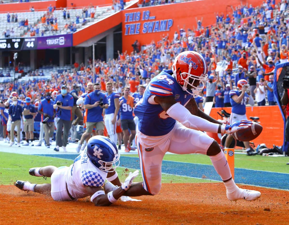Florida tight end Kyle Pitts (84) scores a touchdown during an NCAA college football game again ...