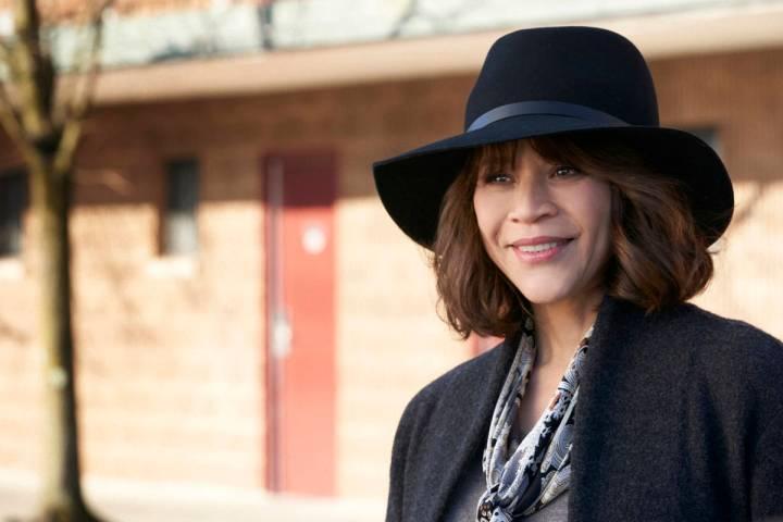"""Rosie Perez in """"The Flight Attendant."""" (Karolina Wojtasik/HBO Max)"""