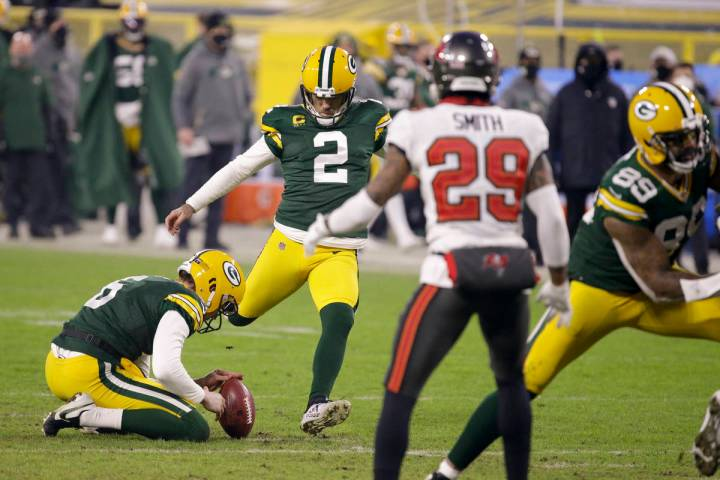 Green Bay Packers kicker Mason Crosby (2) kicks a 26-yard field goal against the Tampa Bay Bucc ...