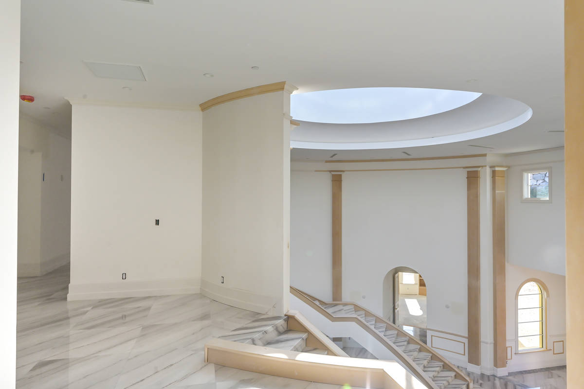 The skylight. (Luxurious Real Estate)