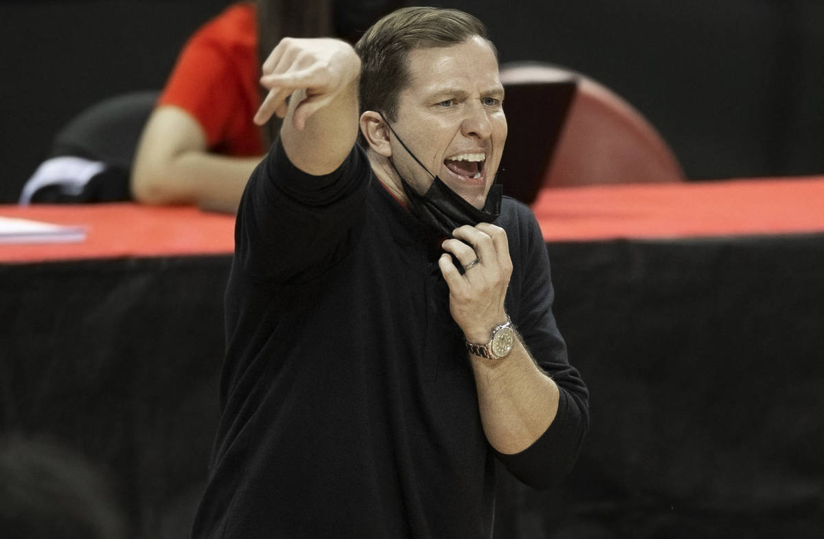 UNLV Rebels head coach T.J. Otzelberger calls a play in the second half during an NCAA men&#xd5 ...