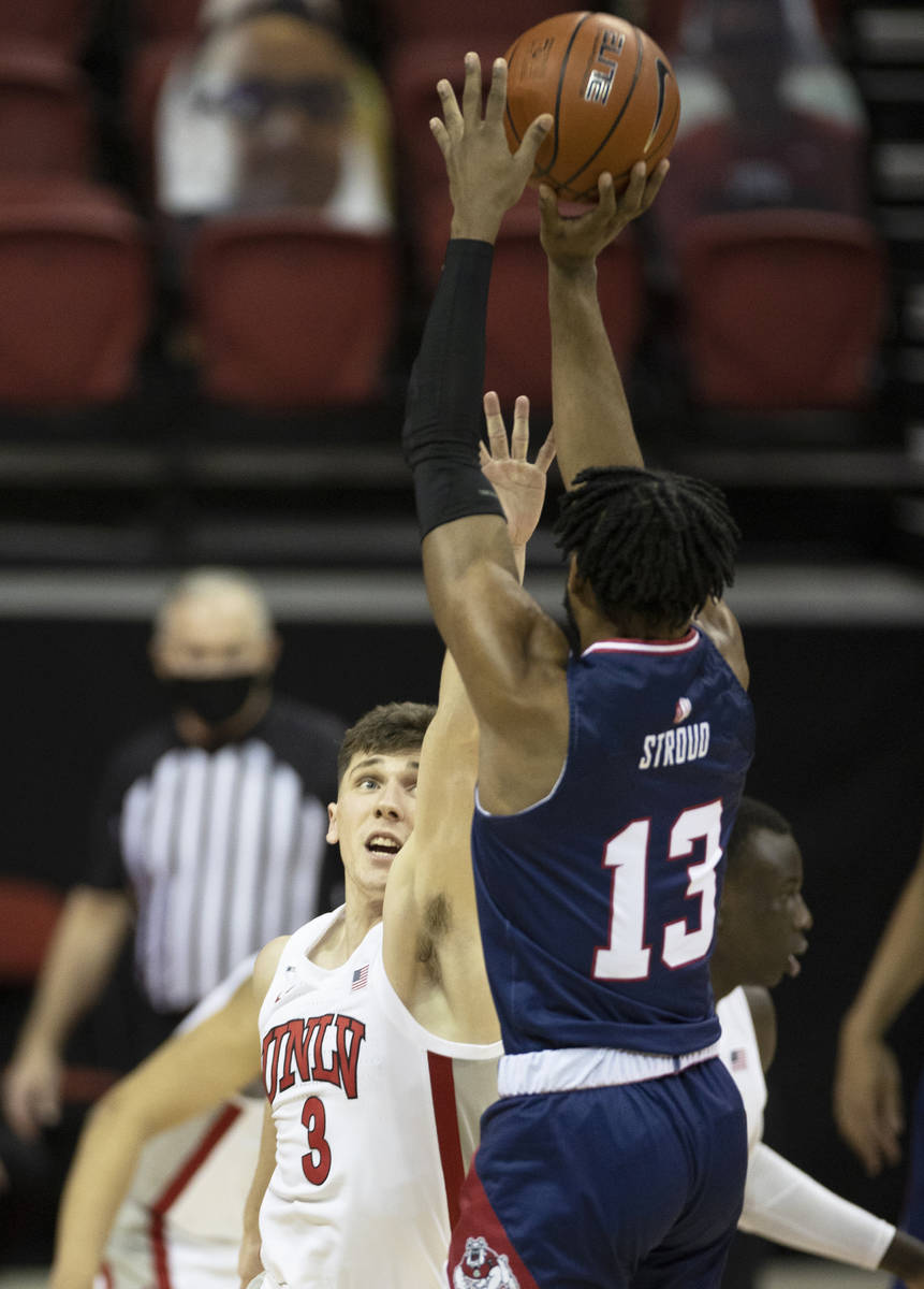 UNLV Rebels guard Caleb Grill (3) attempts to block the shot of Fresno State Bulldogs guard Deo ...