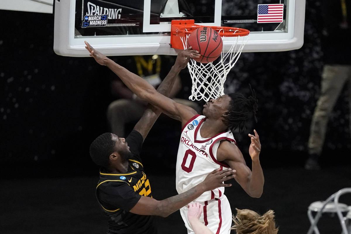 Missouri forward Jeremiah Tilmon misses a dunk in front of Oklahoma forward Victor Iwuakor (0) ...