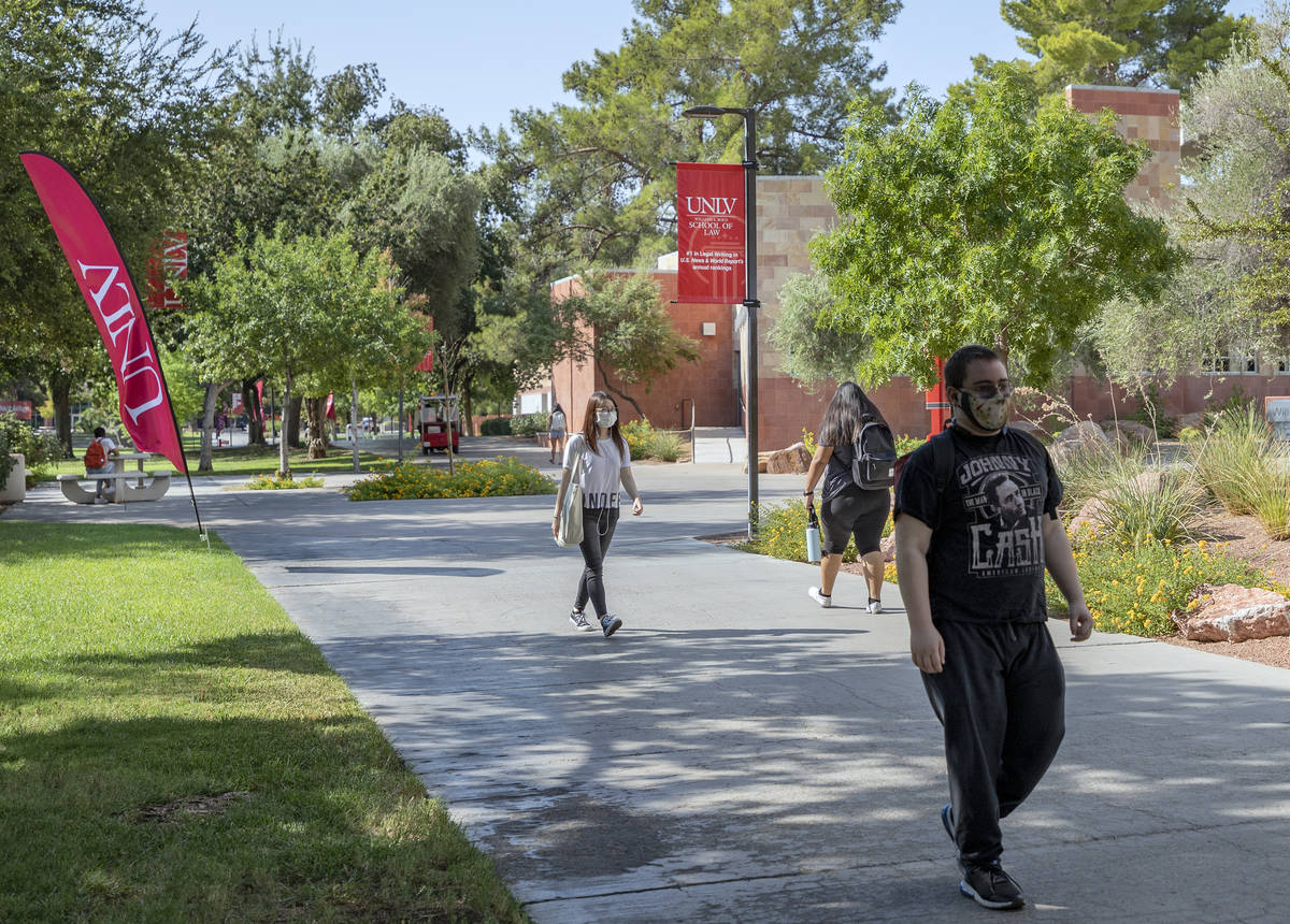 Students walking around campus at UNLV in Las Vegas on Thursday morning, Aug. 27, 2020. (Las Ve ...
