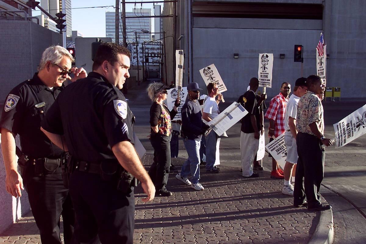 Las Vegas deputy marshalls David Cook, left, and Sgt. John Fudenberg watch striking Citizens Ar ...