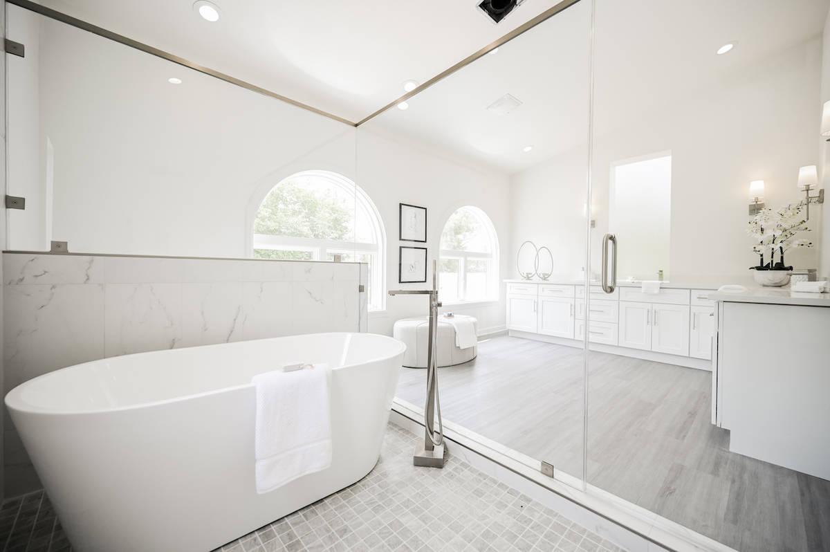 The master bath. (LUXE Estates & Lifestyles)