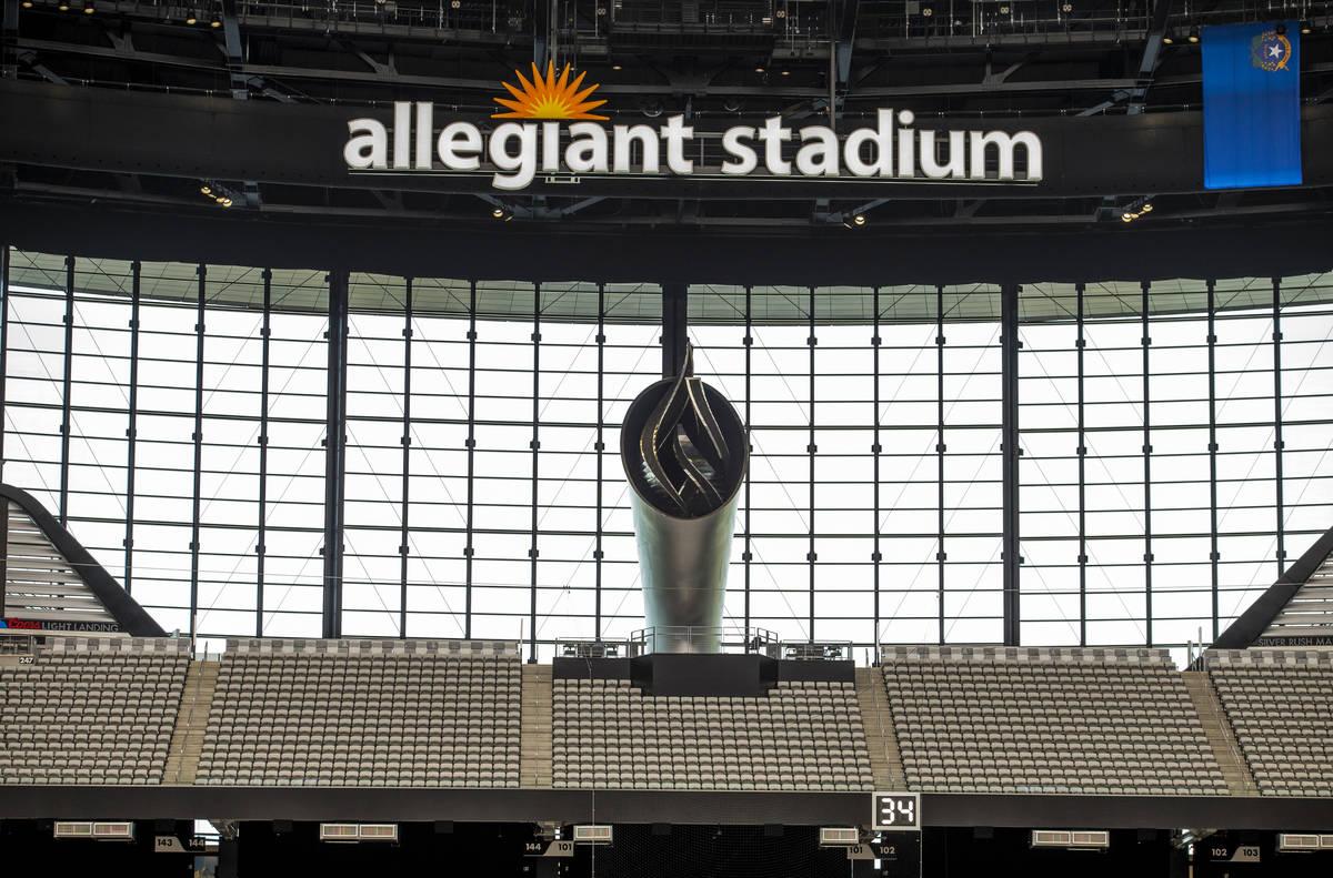 La antorcha de 85 pies del Al Davis Memorial se encenderá para el juego inaugural de los Raide ...