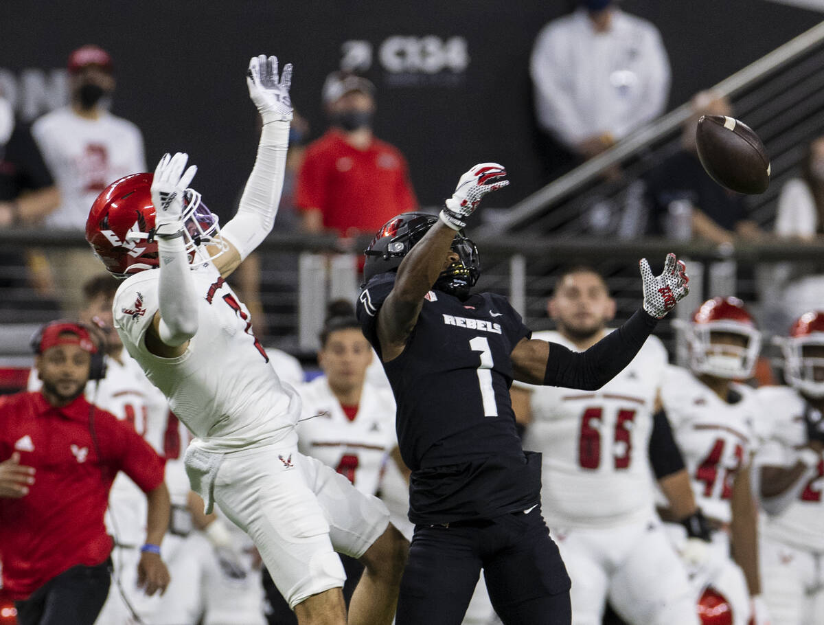 UNLV Rebels wide receiver Kyle Williams (1) tries but unable to catch the ball as Eastern Washi ...