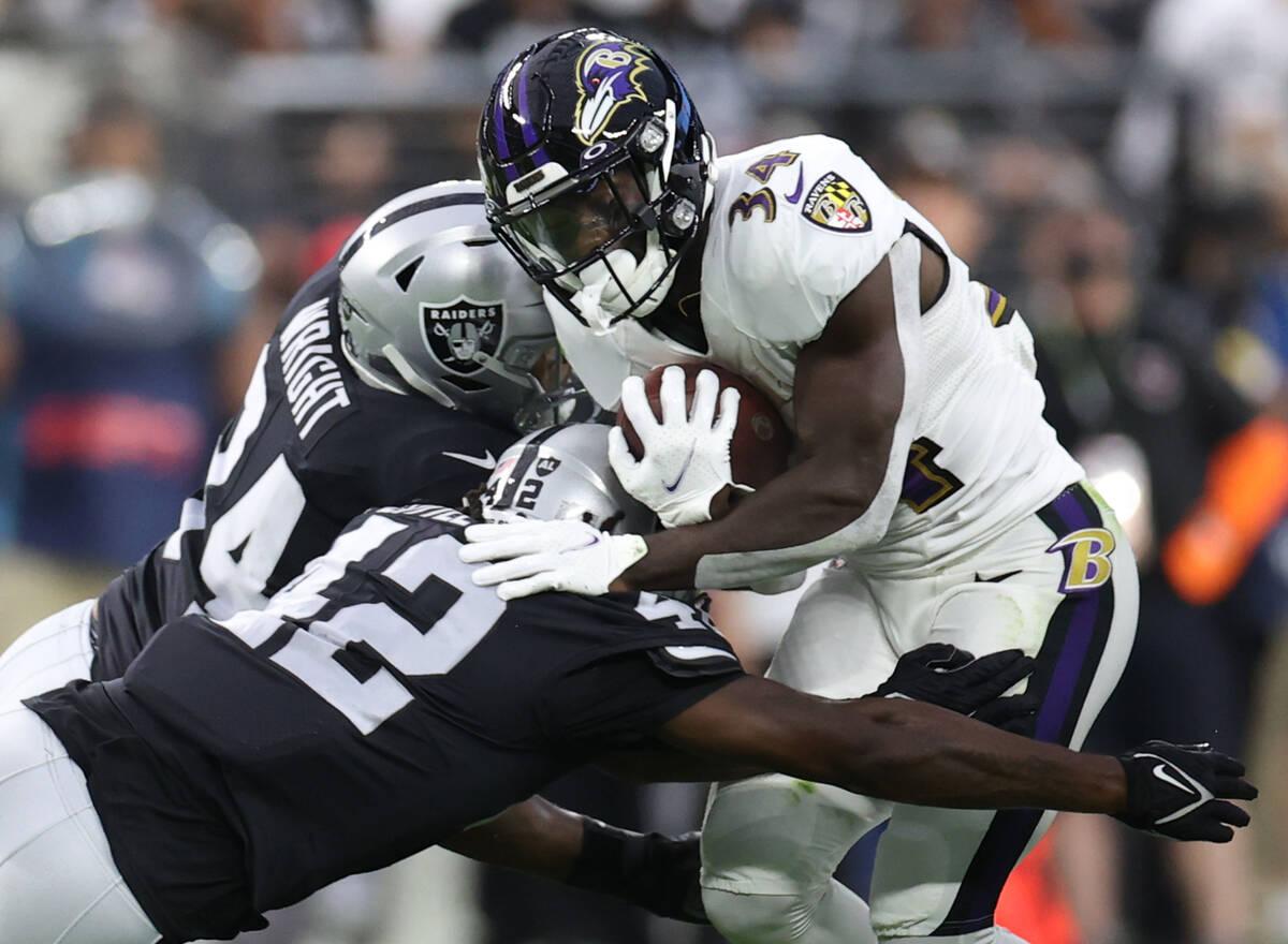 Raiders outside linebacker K.J. Wright (34) and Raiders inside linebacker Cory Littleton (42) g ...