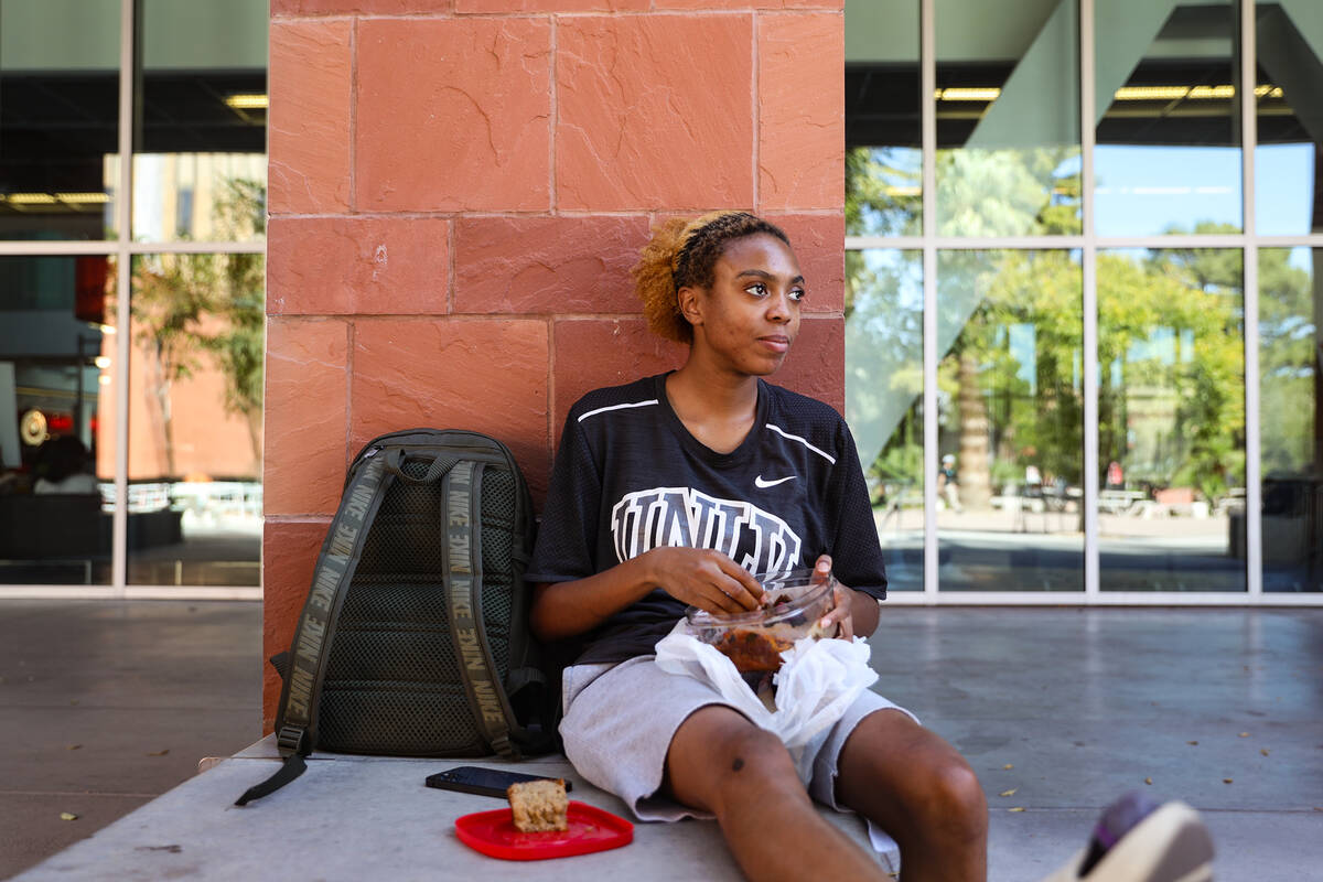 Johanna Johnson, a senior, eats her lunch at UNLV on Thursday, Sept. 16, 2021 in Las Vegas. (Ra ...