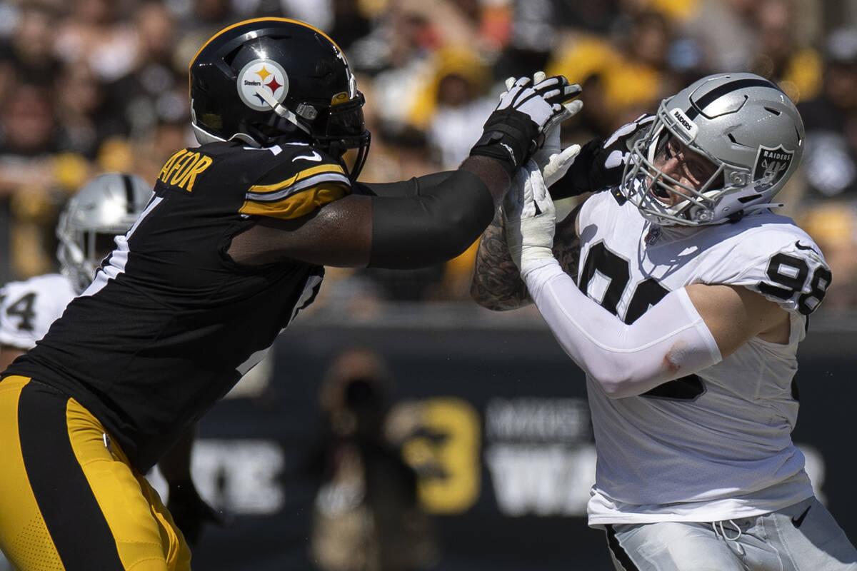 Raiders defensive end Maxx Crosby (98) turns the corner around Pittsburgh Steelers offensive ta ...