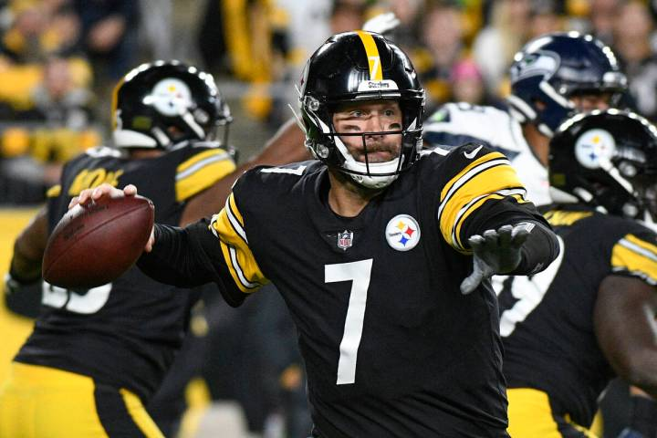 Pittsburgh Steelers quarterback Ben Roethlisberger (7) looks to pass against the Seattle Seahaw ...